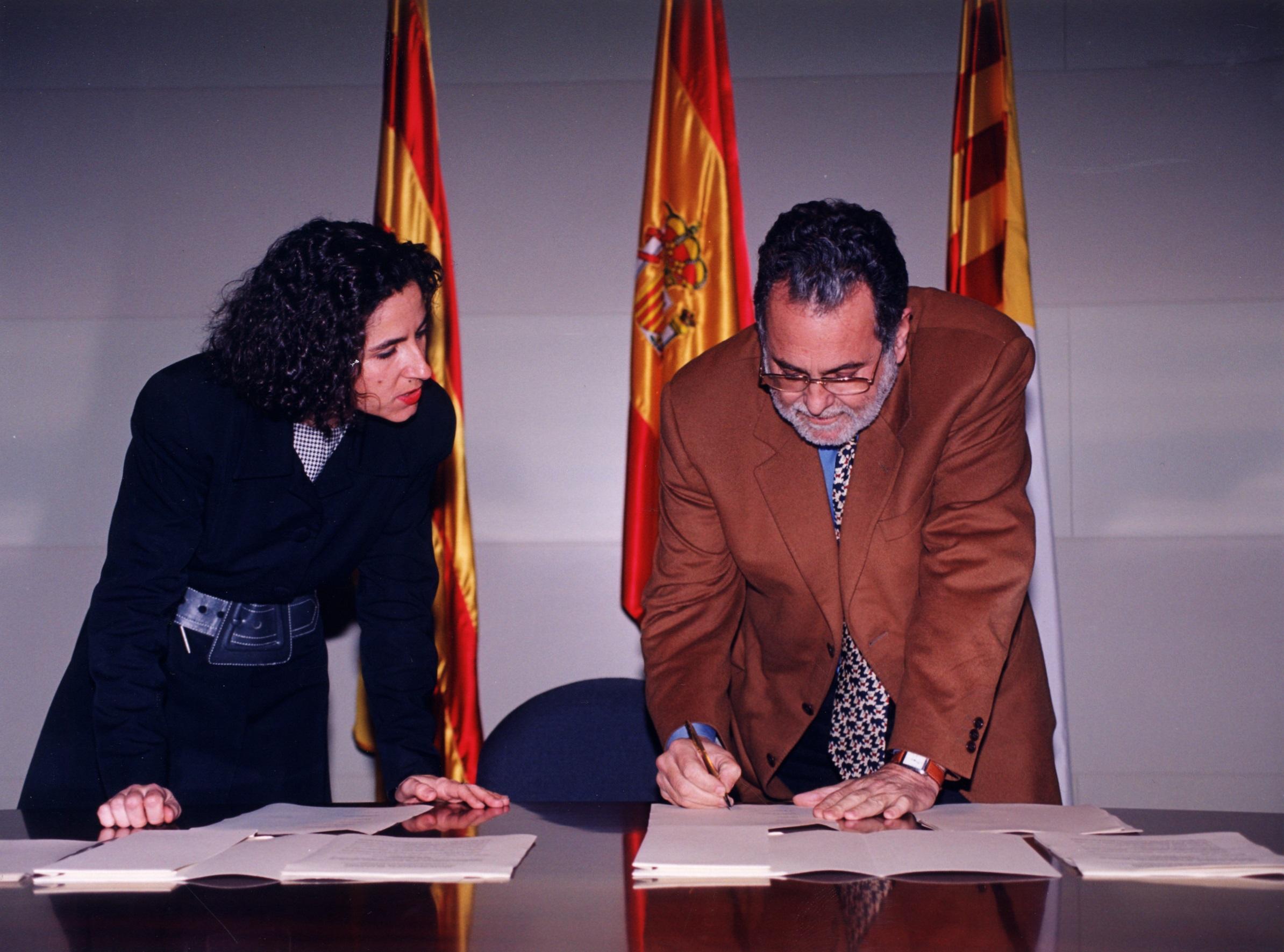 Francesc Santacana durant la signatura del Pacte Industrial