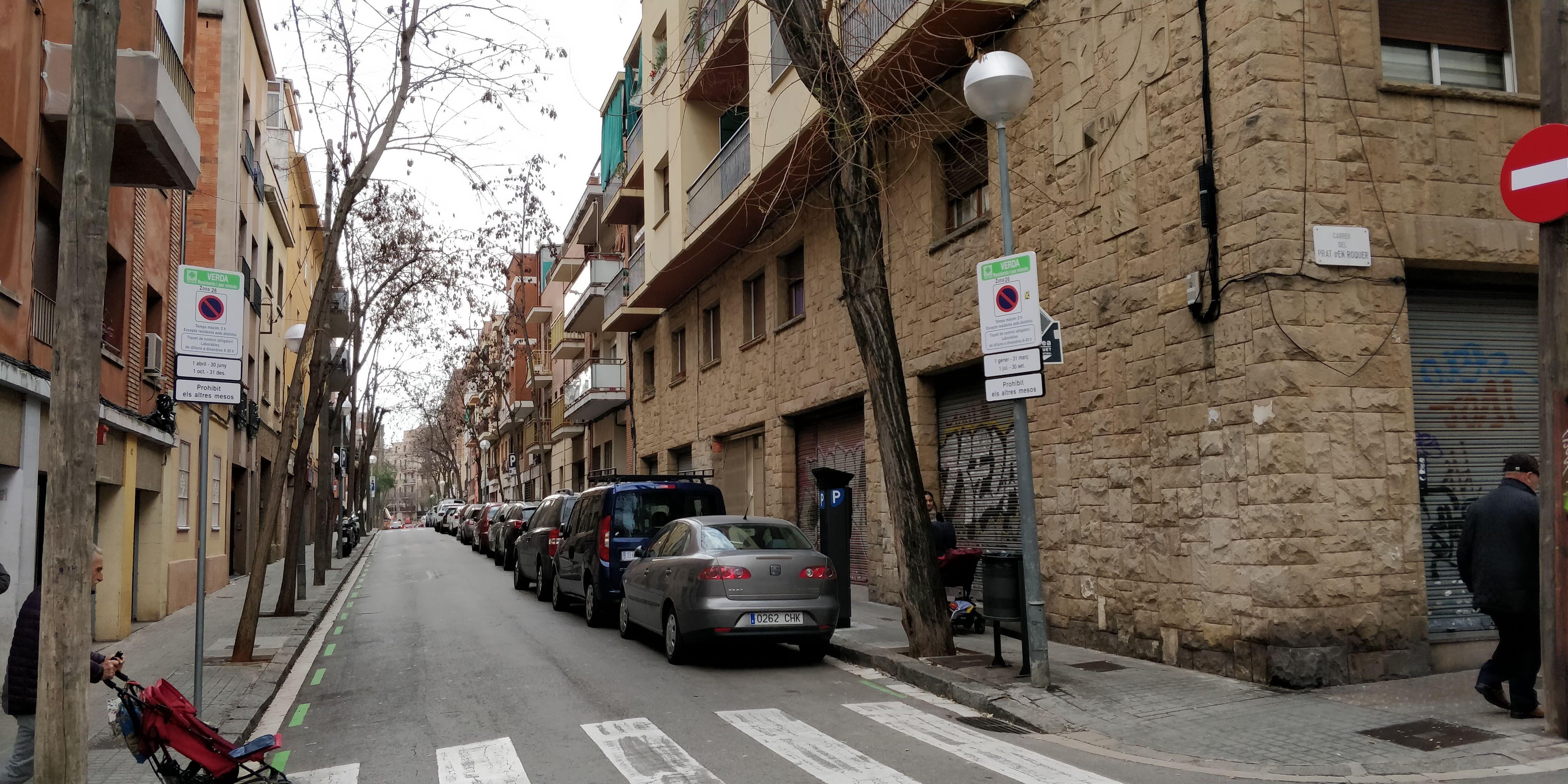 Àrea verda, al carrer Prat d'en Roquer de Barcelona