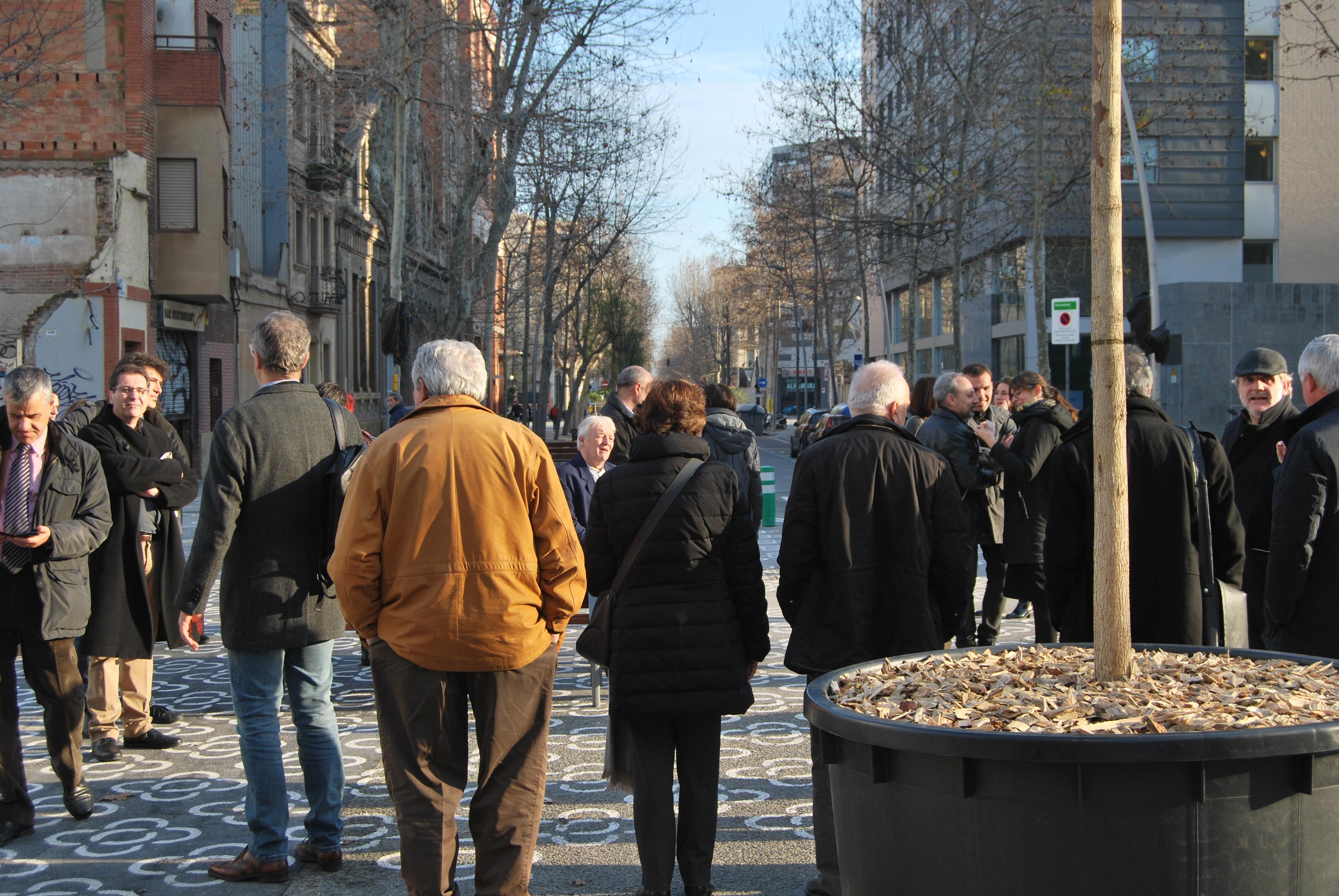 Visita a la supermanzana del Poblenou a cargo de Ton Salvadó, Director de Modelo Urbano del Ayuntamiento de Barcelona