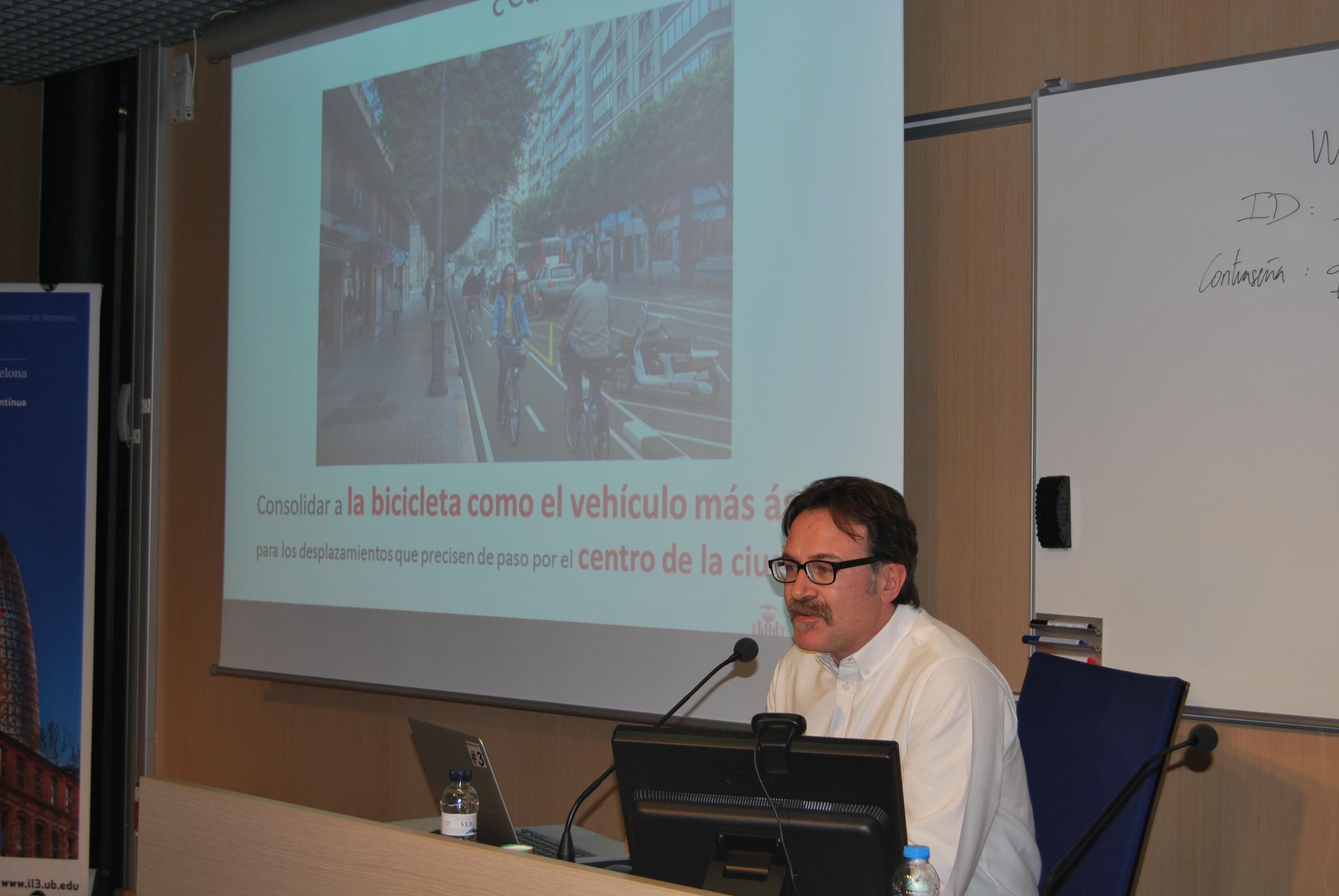 Giuseppe Grezzi, Regidor de l'Ajuntament de València, presentant l'Anella Ciclista
