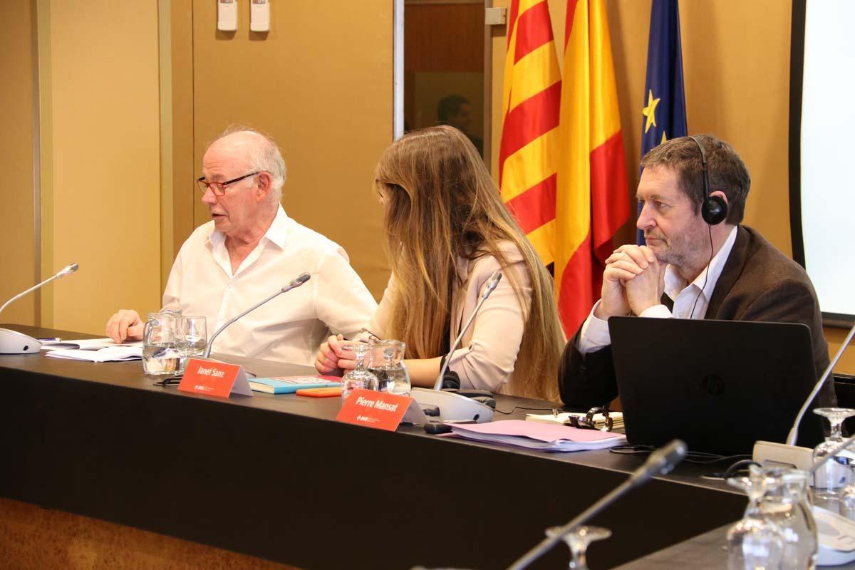 Pierre Mansat, Janet Sanz y Jordi Borja durante el encuentro