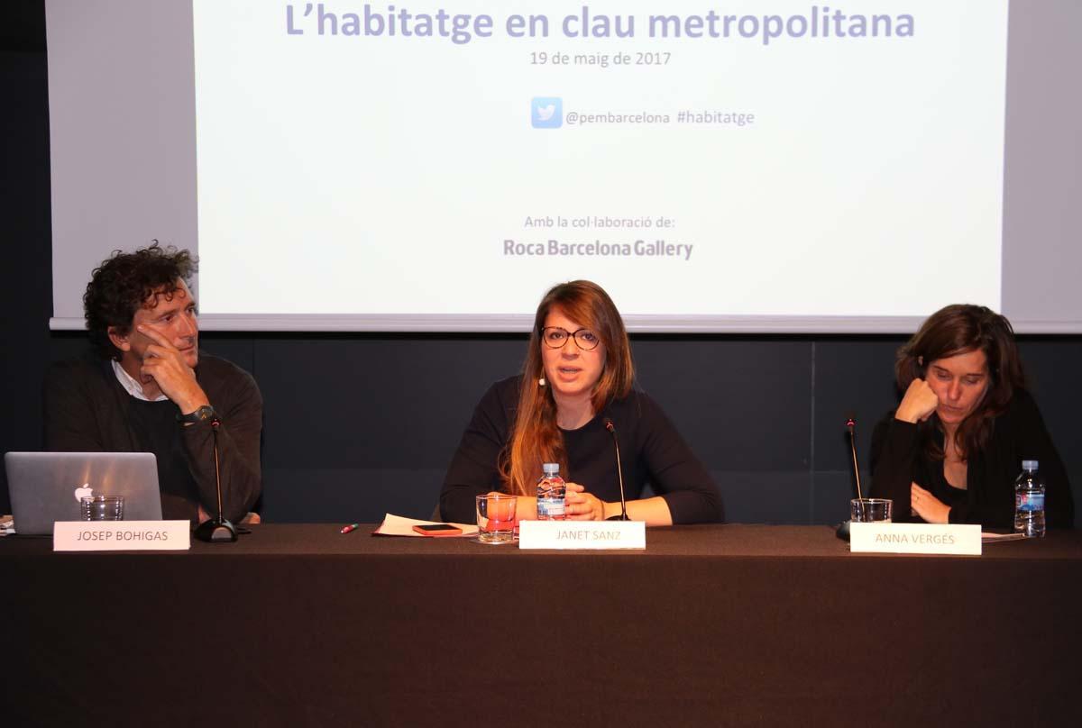Josep Bohigas, Janet Sanz i Anna Vergés durante su intervención sobre el Observatorio Metropolitano de la Vivienda