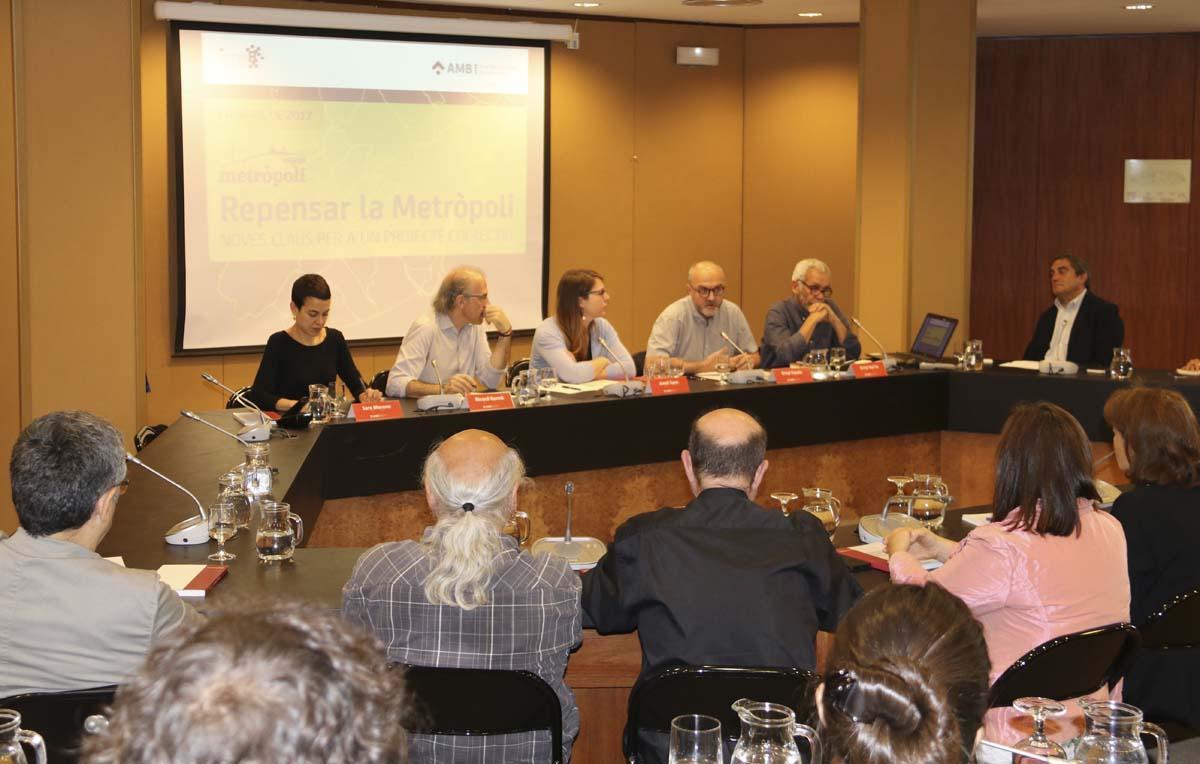 Intervenció d'Oriol Estela Barnet durant la presentació de l'anuari Repensar la Metròpoli