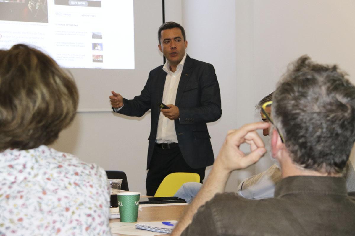 Diego Isabel explicant el Fòrum NESI