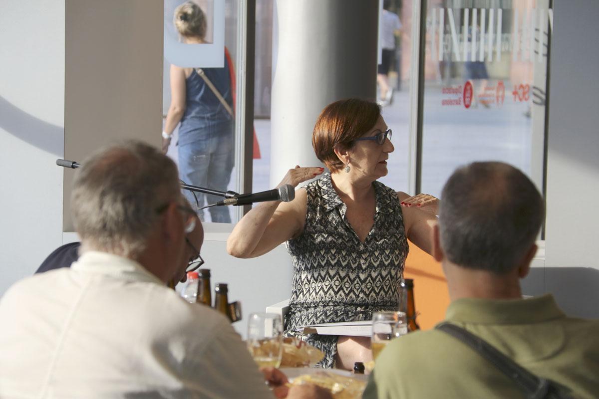 Veva Català durant La Metropolitana; Tertúlia amb espuma