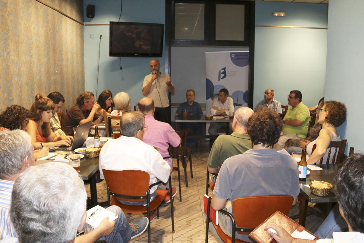 Oriol Estela Barnet dóna la benvinguda als assistents a La Metro
