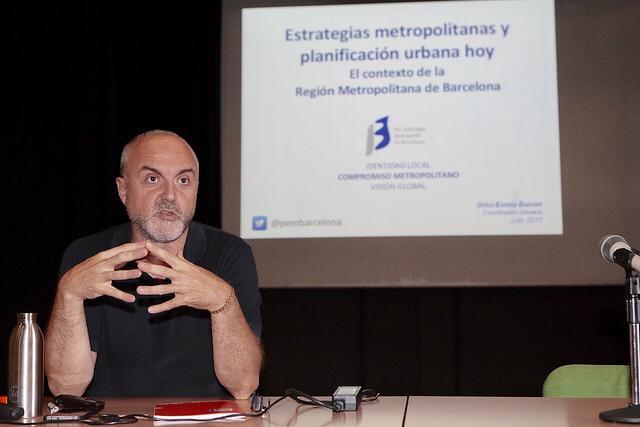 Oriol Estela Barnet durant la conferència inaugural del workshop
