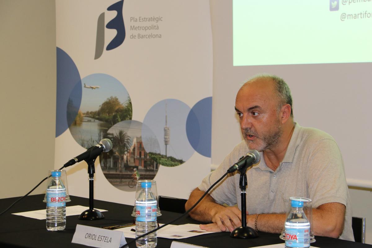 Oriol Estela da la bienvenida a los asistentes
