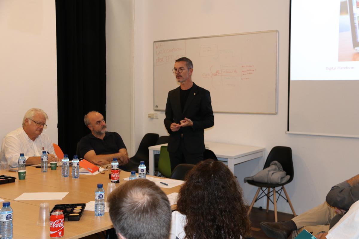 Damien Silès durant el dinar col·loqui sobre Ecosistemes urbans d'innovació