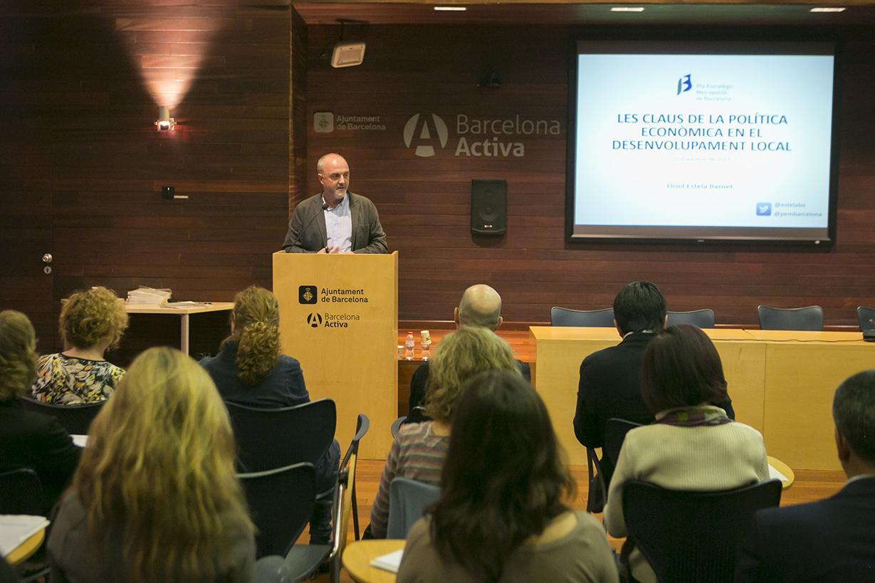Conferencia de Oriol Estela durante la presentación de la Cátedra
