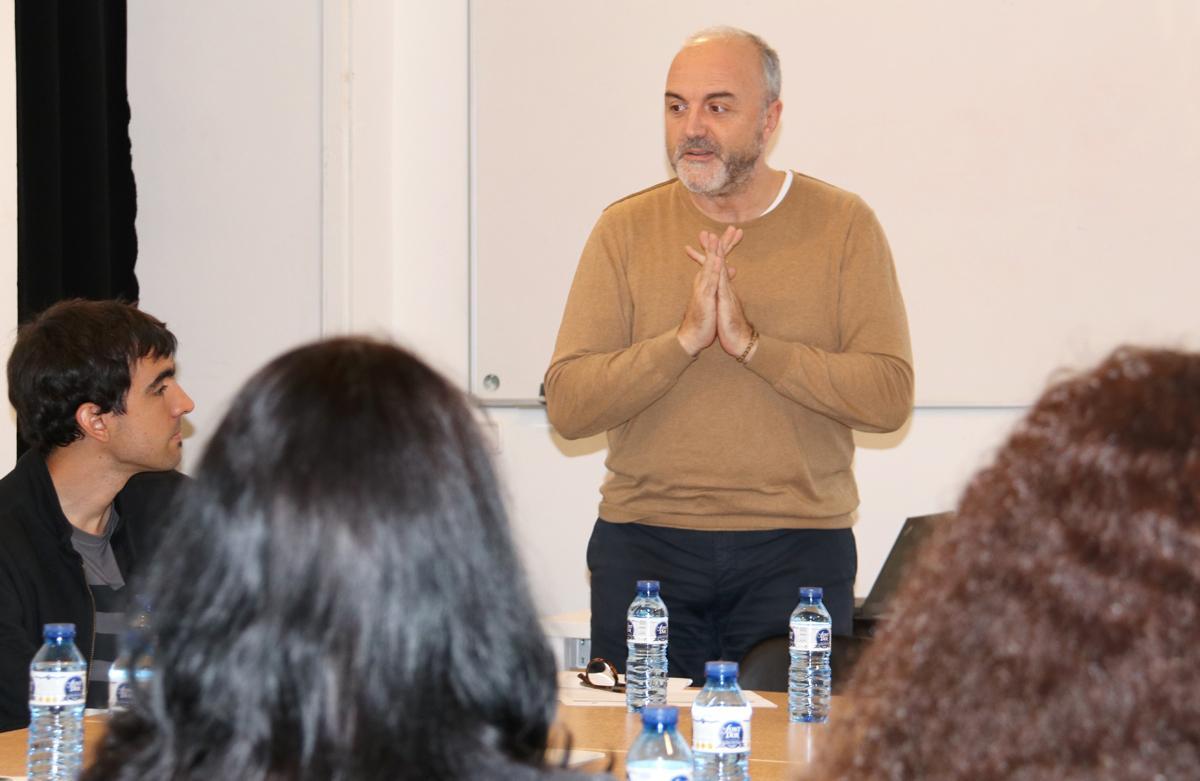 Oriol Estela durant la seva intervenció