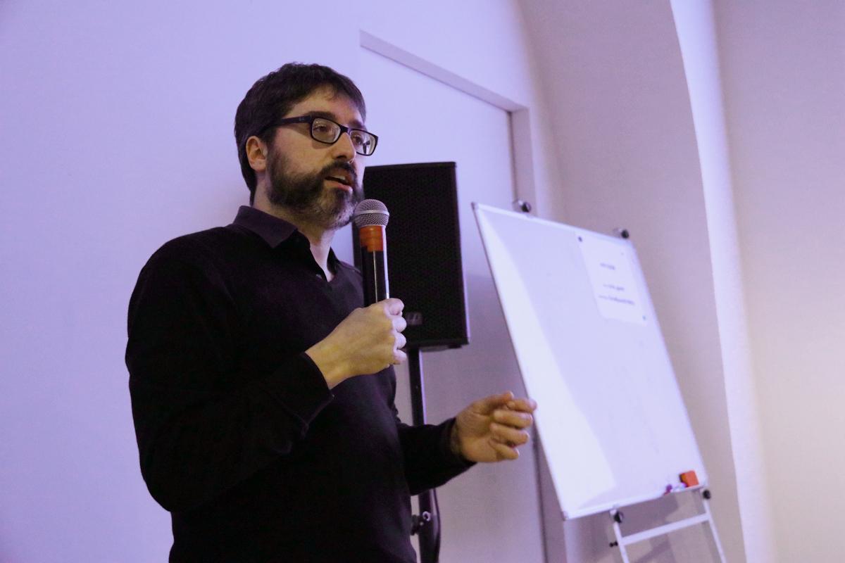 José Luís de Vicente durante el debate; 'El futuro no espera: ¿Llegaremos a tiempo?'