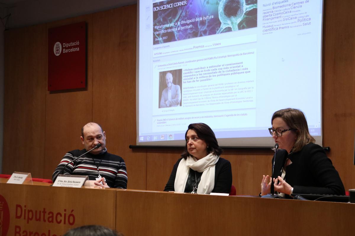 Carles Ruiz, Sònia Recasens i Laia Gargallo durant l'entrega dels premis INDI Science