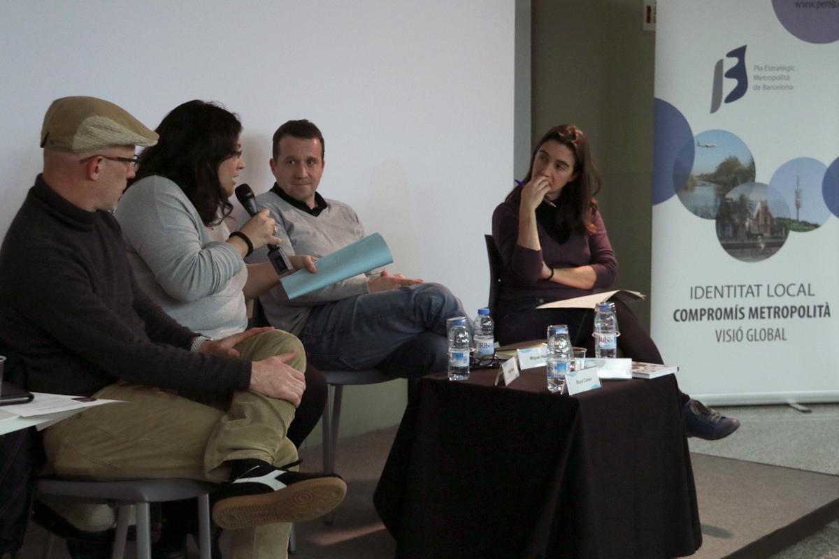 Aïda Bravo durante el debat en el Rincón de #Repensar