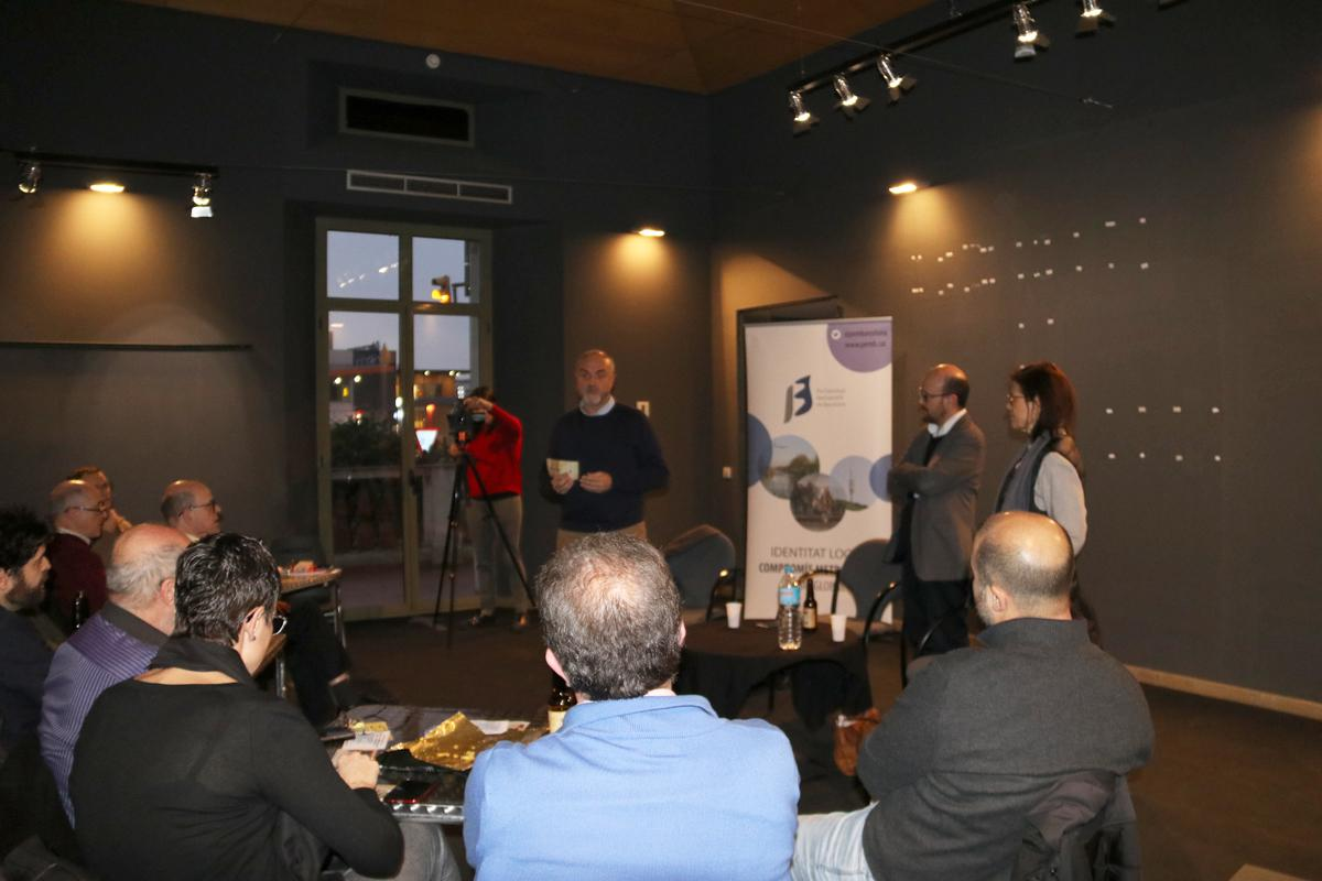 Oriol Estela dóna la benvinguda als assistents