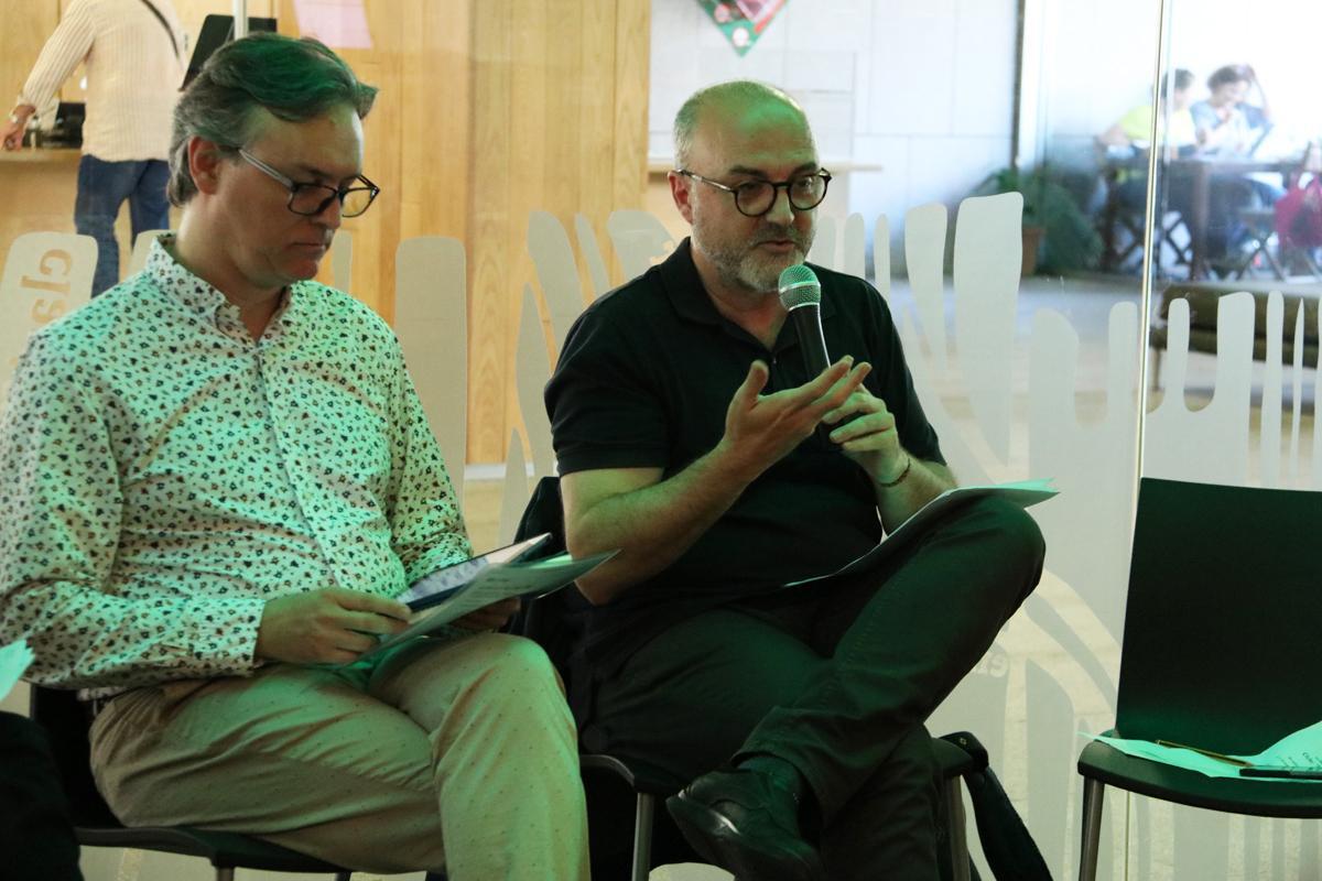 Oriol Estela Barnet durant el debat de La Metro. Qui treballarà?