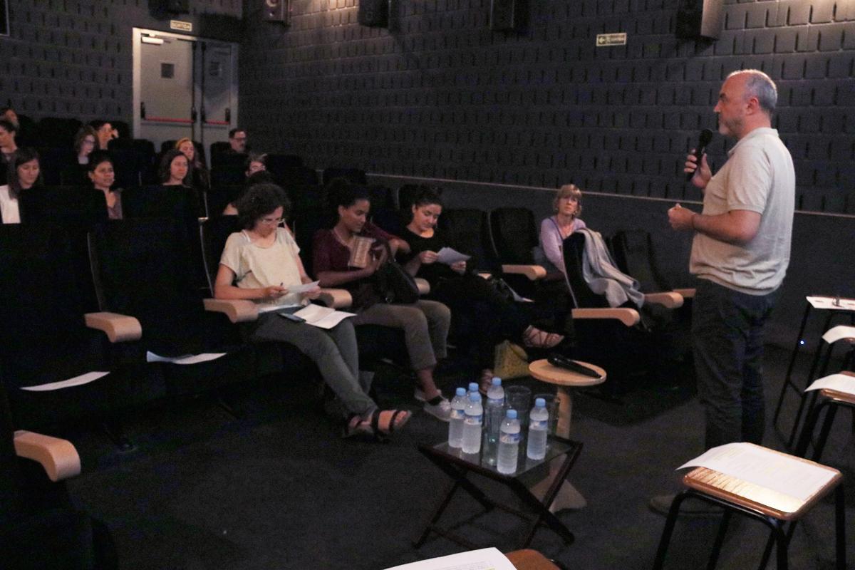Oriol Estela Barnet dóna la benvinguda als assistents al Racó de Repensar