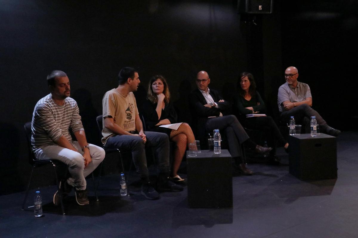 Debat durant el 'Racó de #Repensar' al voltant de l'obra 'En alquiler'