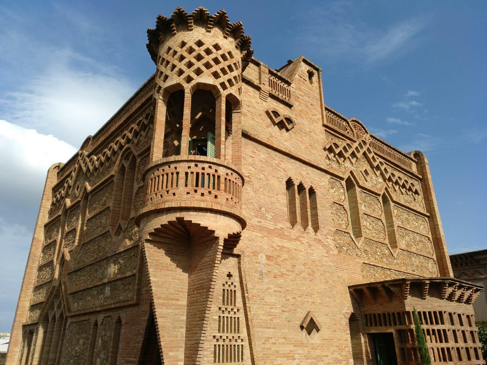 Visita a la Cripta Gaudí i a la Colònia Güell