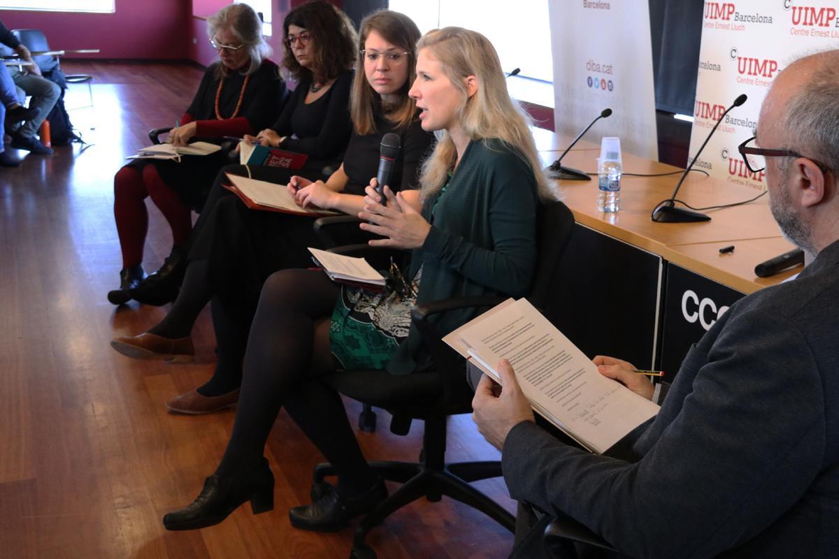 Zaida Muxí, Montserrat Pareja, Janet Sanz i Carolyn Daher a la taula rodona 'Viure a les ciutats del segle XXI'