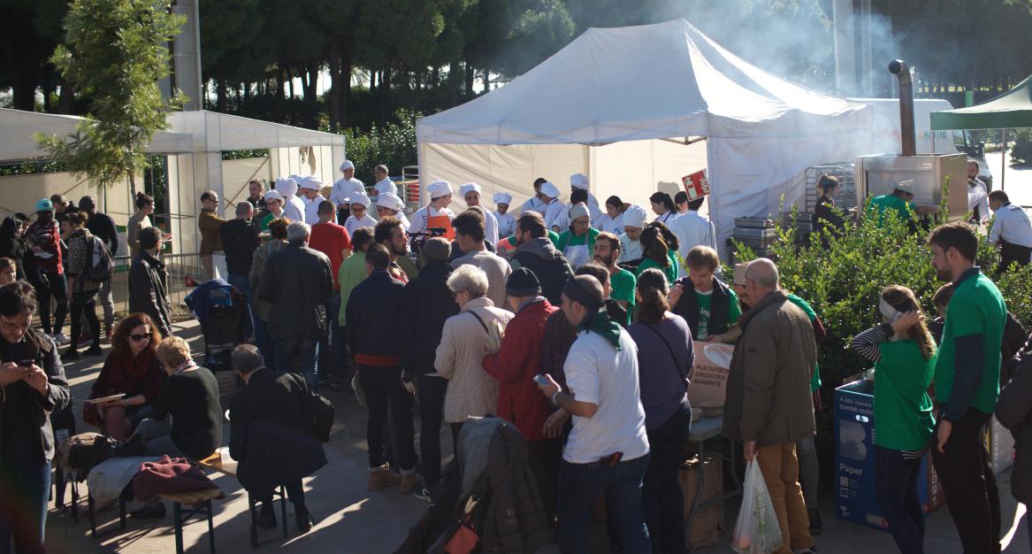 S'han servit més de 1.000 racions preparades amb aliments reaprofitats