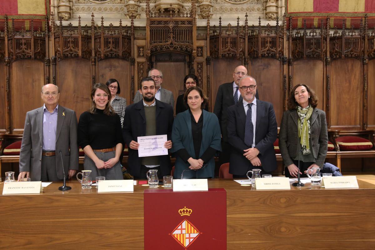 Foto de família amb el guanyador de la I Beca Francesc Santacana, Giovanni Guida