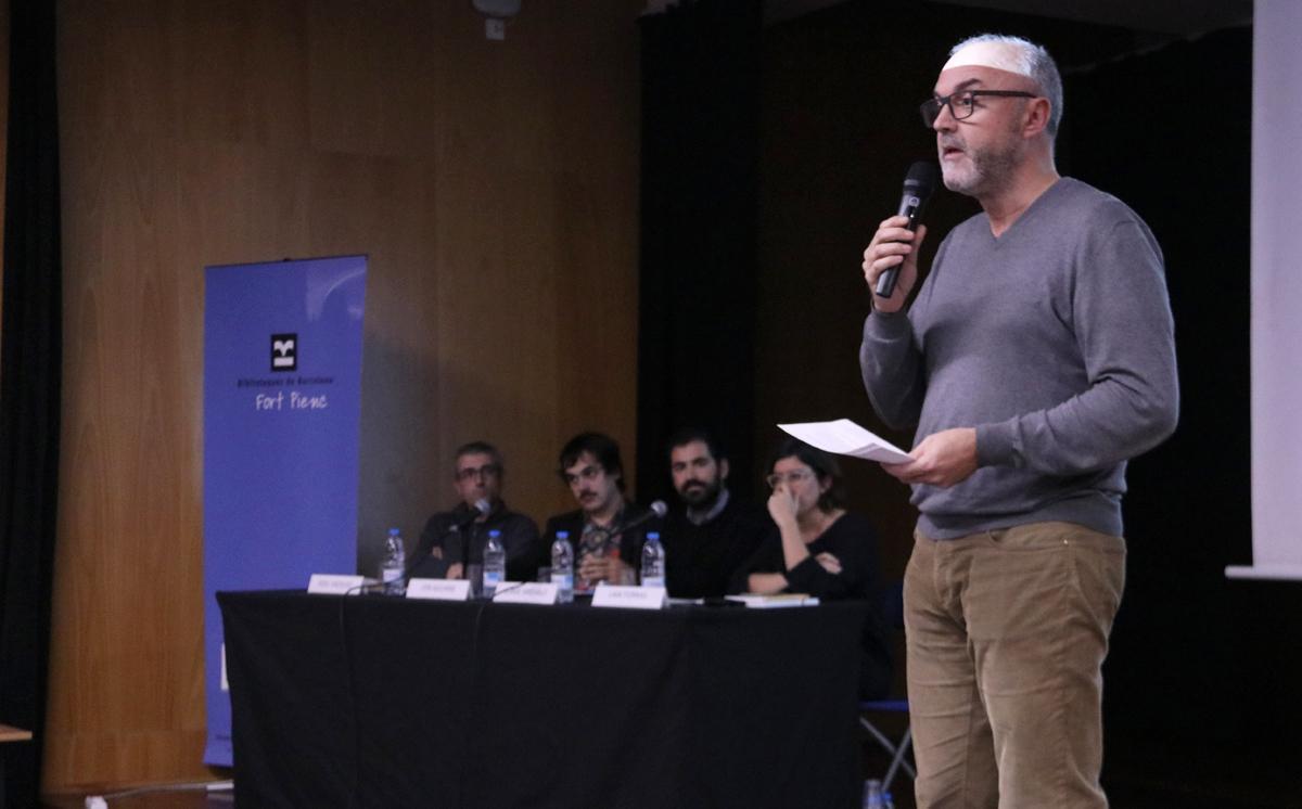 Oriol Estela Barnet, presentant el Racó de #Repensar 'Transformar la ciutat per millorar la vida'