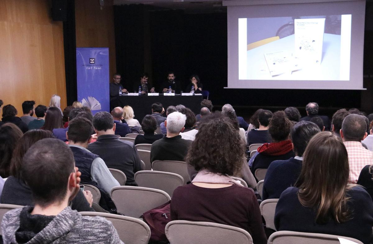Presentación del libro 'Escuchar y transformar la ciudad' en la sala de actos de la Biblioteca Fort Pienc