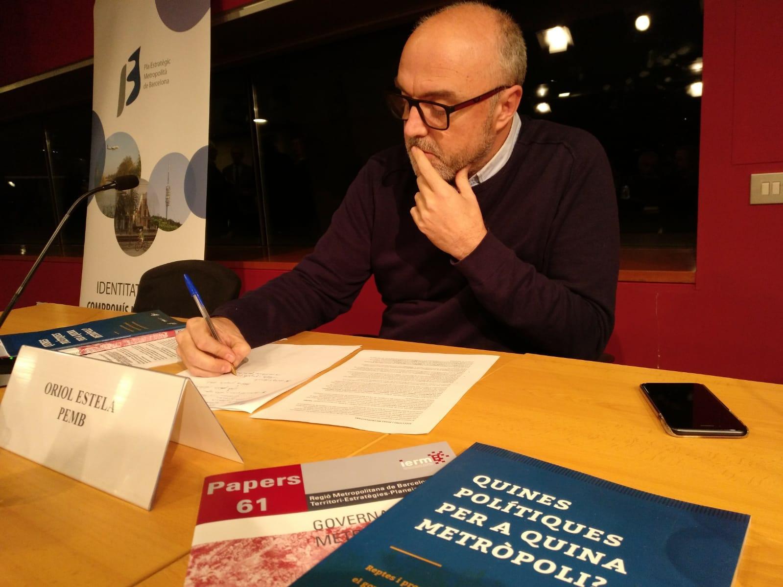 El coordinador del PEMB, Oriol Estela Barnet, abans de la presentació de l?informe 'Quines polítiques per a quina metròpoli?'