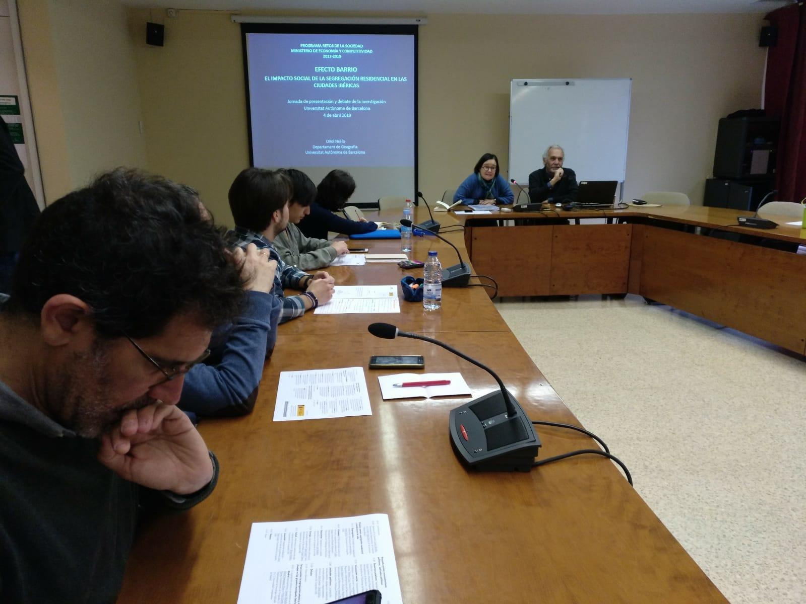 Oriol Nel·lo i Carme Miralles durant la presentació de la jornada de recerca 'Efecte barri'