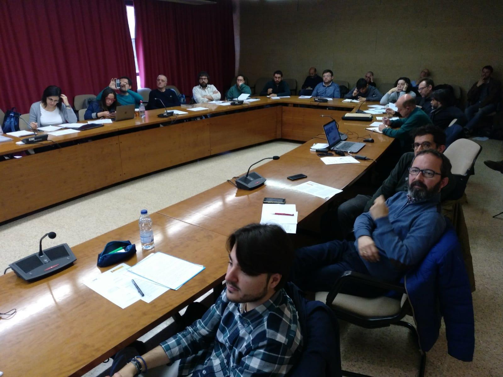Asistentes en la Sala de Juntas de la Facultad de Filosofía y Letras de la UAB