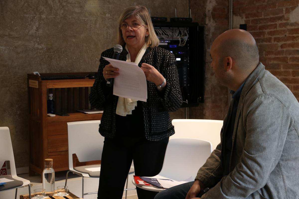 Pilar García Almirall, directora del Departament de Tecnologia de l'Arquitectura de la UPC, durant la seva intervención com a experta en habitatge