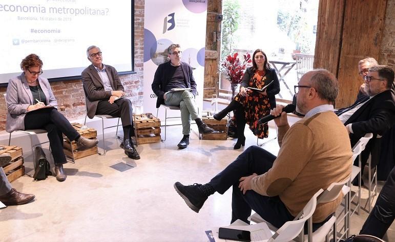 El coordinador general del PEMB, Oriol Estela Barnet, lanza un par de preguntas a los  políticos
