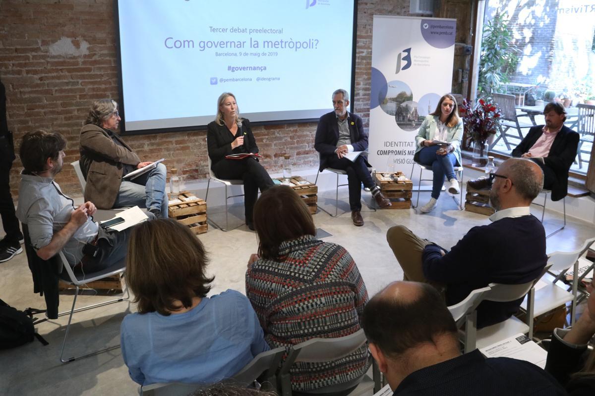 Els representats dels grups polítics durant el debat sobre governança metropolitana