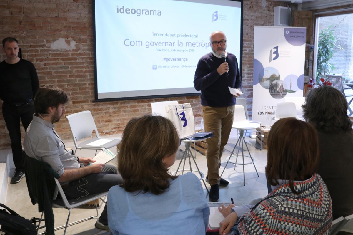 El coordinador general del PEMB, Oriol Estela Barnet, presentant el debat