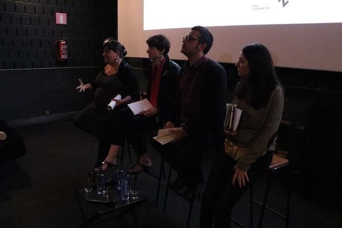 La sociòloga i activista Iolanda Fresnillo durant el primer dels debats dels cicle sobre gentrificació del Racó de Repensar