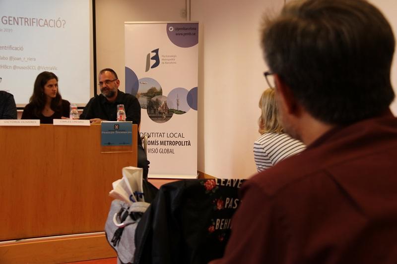 Carles Crespo, soci treballador de Nusos Coop, explicant el projecte ?COCREA- Ciència Oberta i Comunitària?