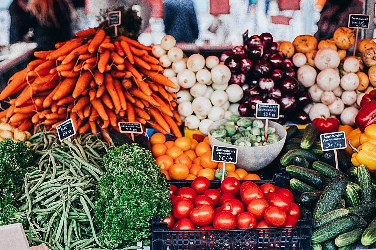 Imagen de recurso de una parada de fruta en un mercado