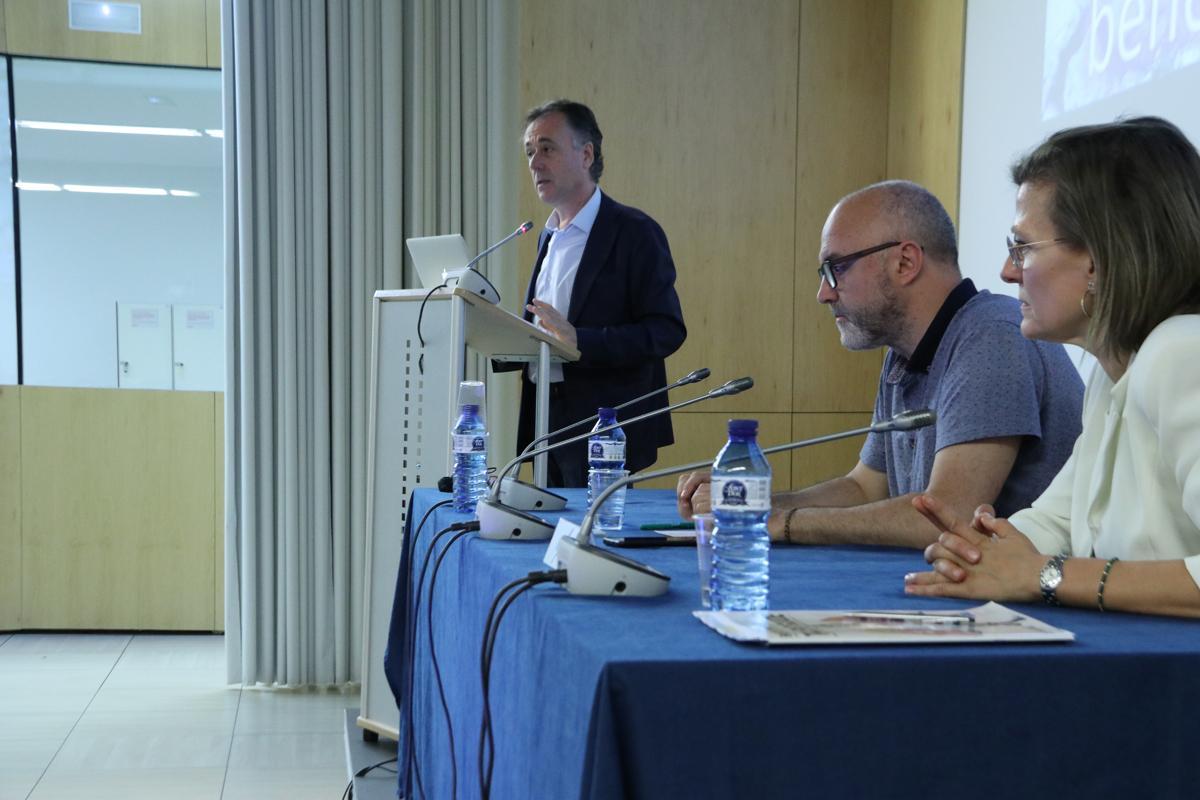 Francesc Subirada durante su intervención sobre la Ciutadella del Conocimiento