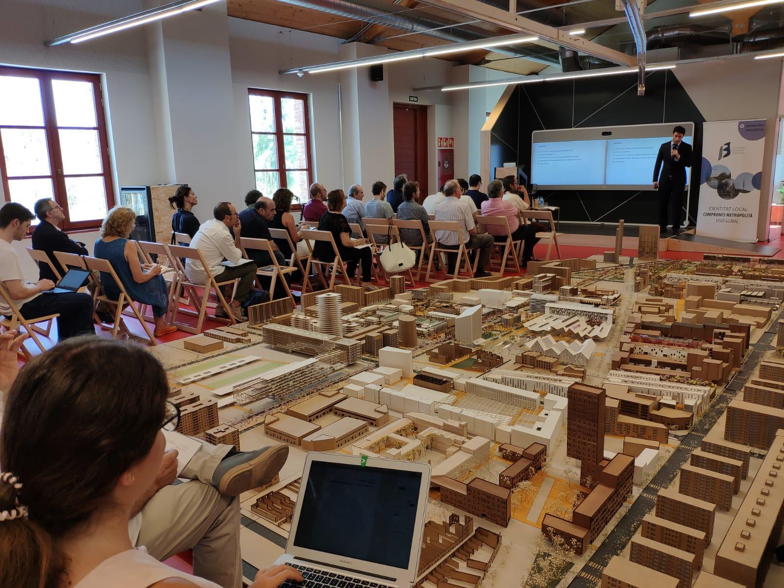 Ramon Gras a Ca l'Alier, davant l'exposició de Treballs Fi de Grau (TFG) de UIC Barcelona School of Architecture
