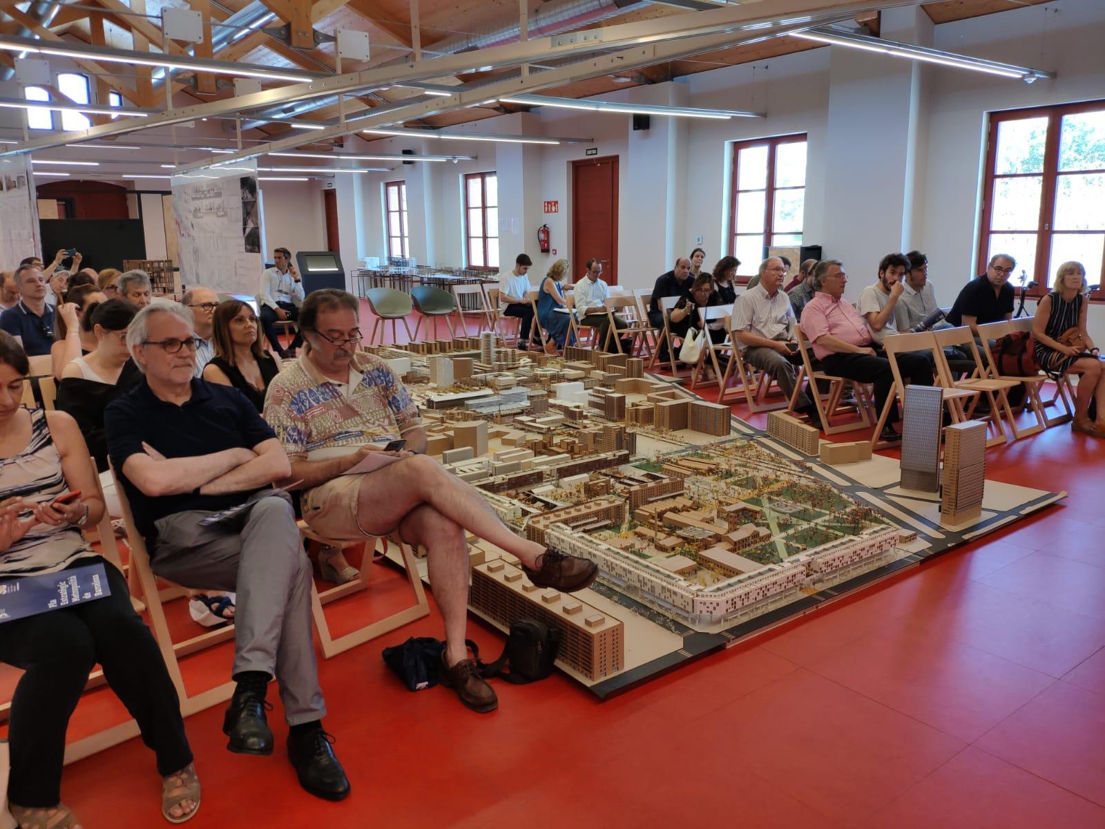 El investigador Ramon Gras llena la sala Taller Ciudades de Ca l'Alier