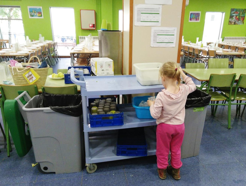 Imatge d'una nena en una de les escoles pilot de l'estudi