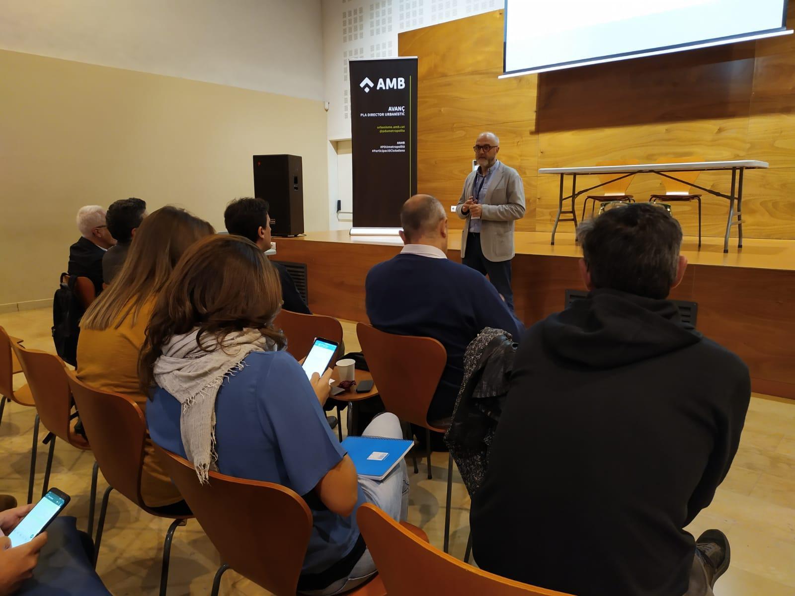 El coordinador del PEMB presentado la 3ª sesión de participación ciudadana del PDU Metropolitano