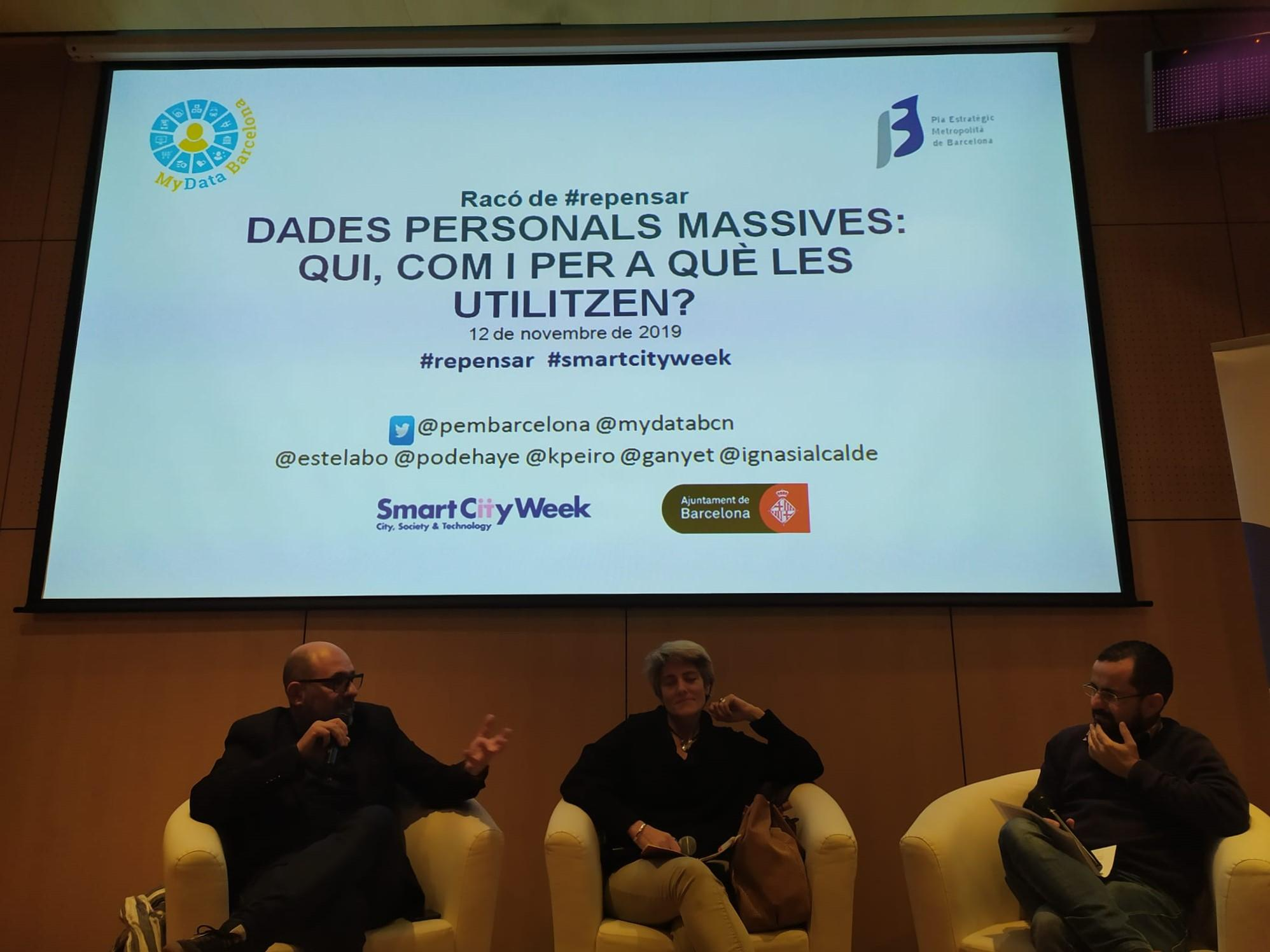 Josep Maria Ganyet, Karma Peiró e Ignasi Alcalde durante el debate