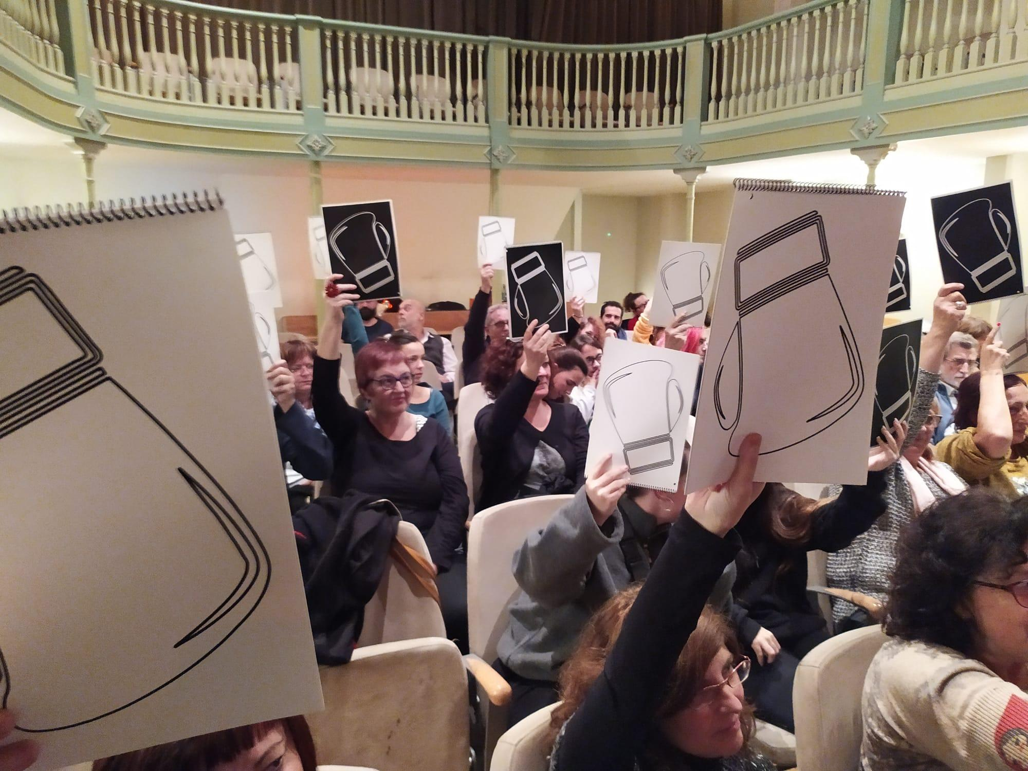 El públic assistent és qui decideix el guanyador amb el seu vot