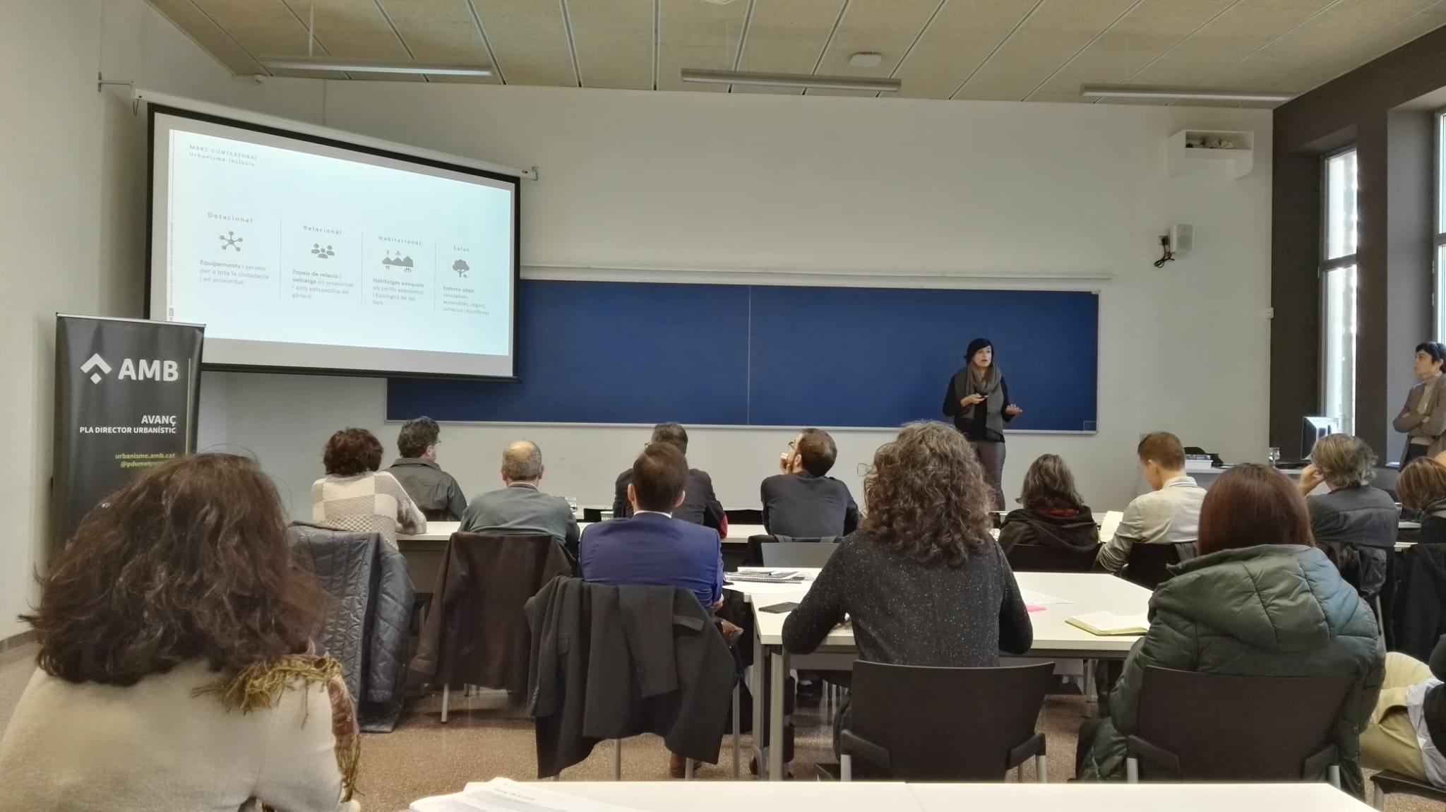Sandra Quesada durant la presentació: La cohesió social i l?habitatge en el PDU