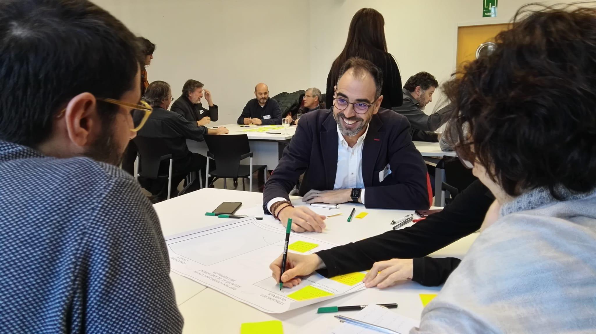 Representants de la quàdruple hèlix es reuneixen per treballar al voltant de la cohesió social i l?habitatge en el PDU