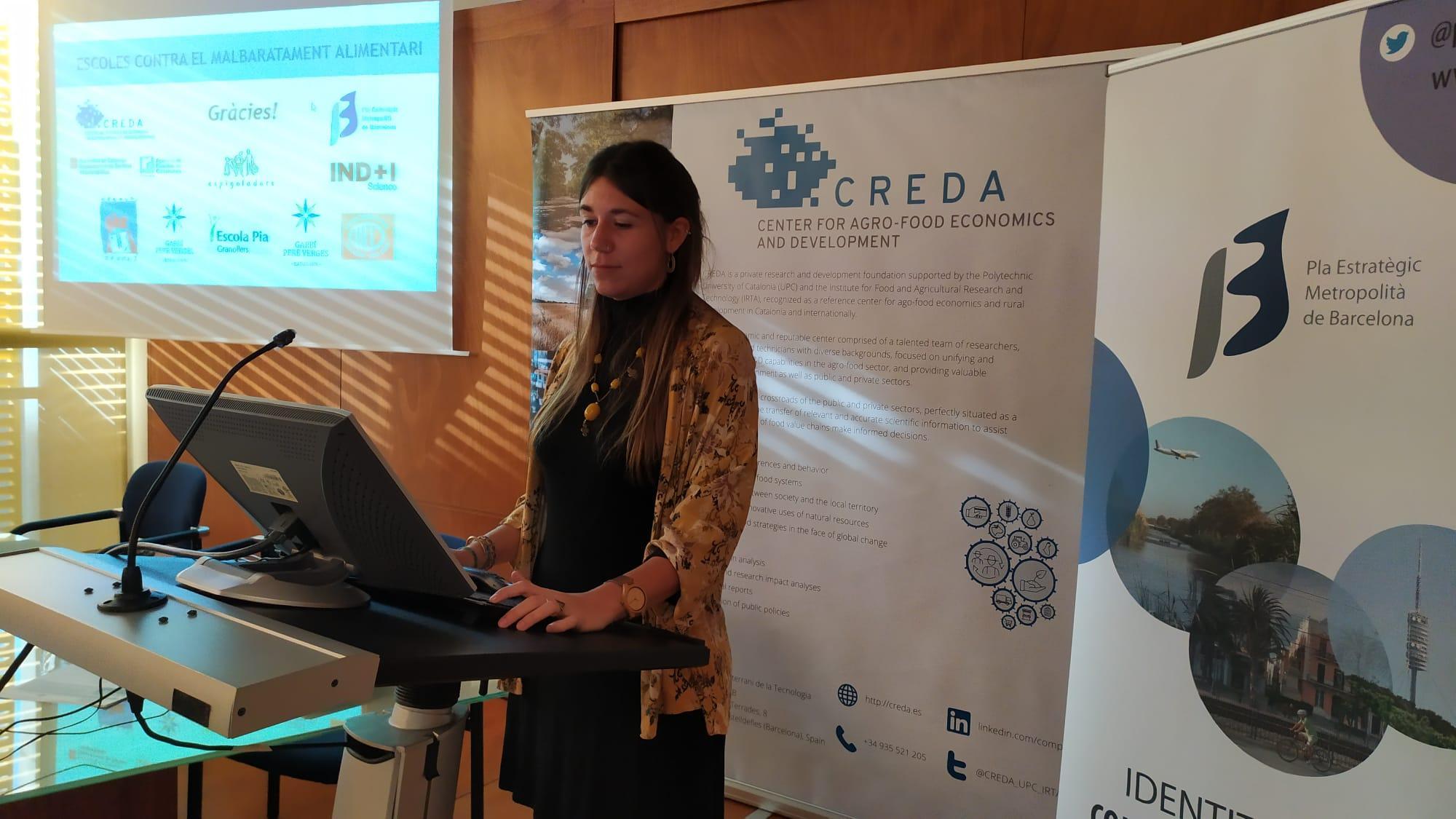 Berta Vidal, de CREDA-UPC-IRTA, presentant l?estudi ?Escoles contra el malbaratament alimentari?