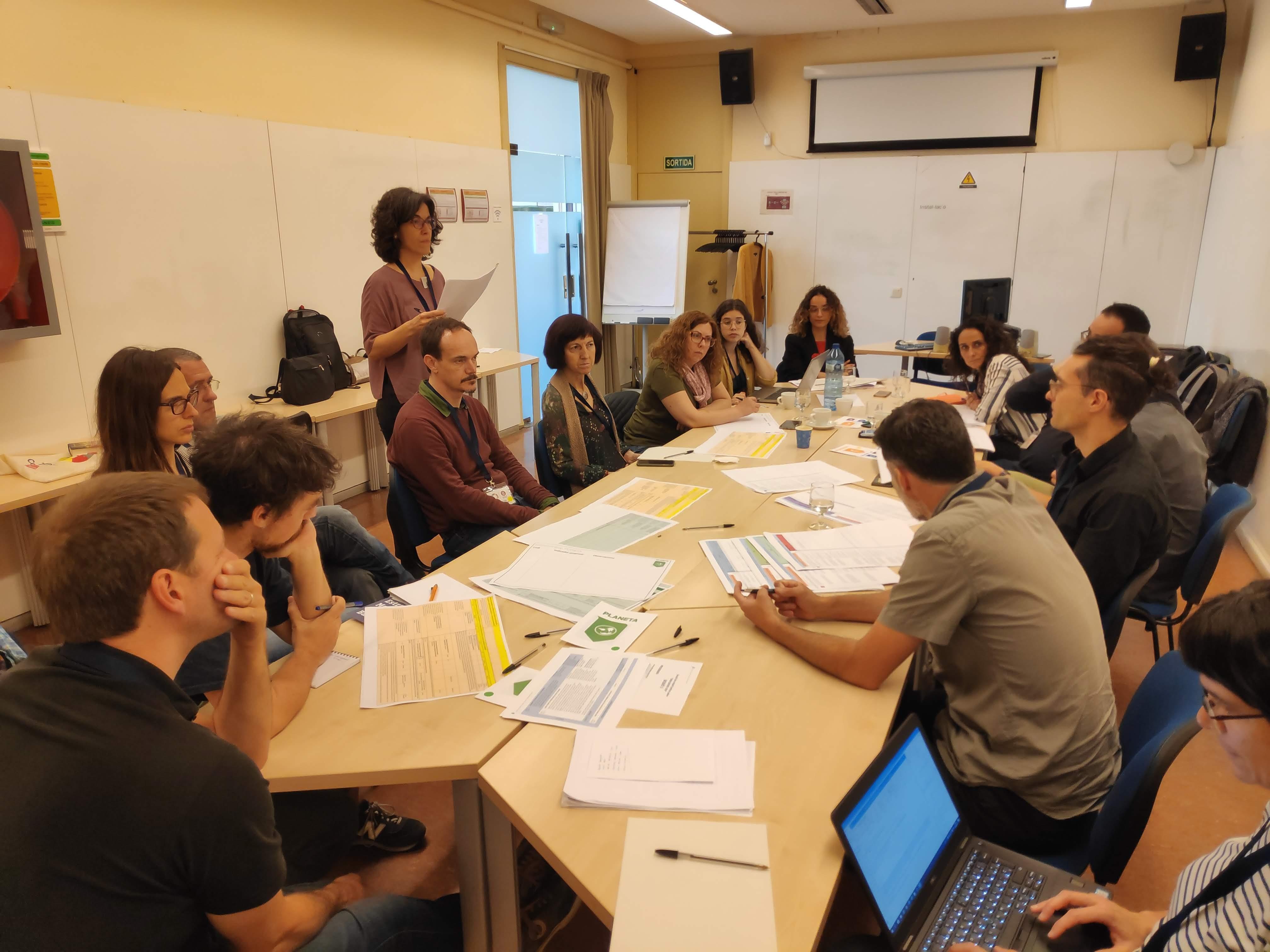 La responsable del projecte, Maria Cortada, durant una de les sessions