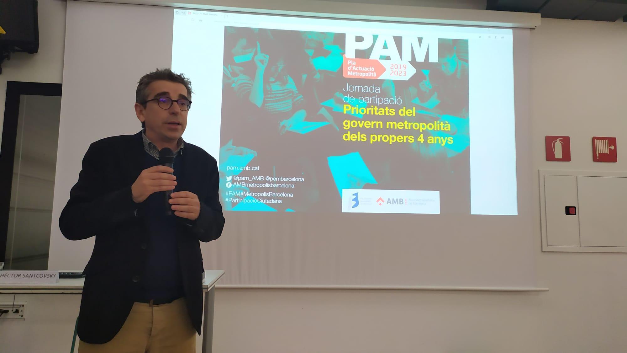 El vicepresident de Planificació Estratègica a l'AMB, Jordi Martí, dona la benvinguda als assistents